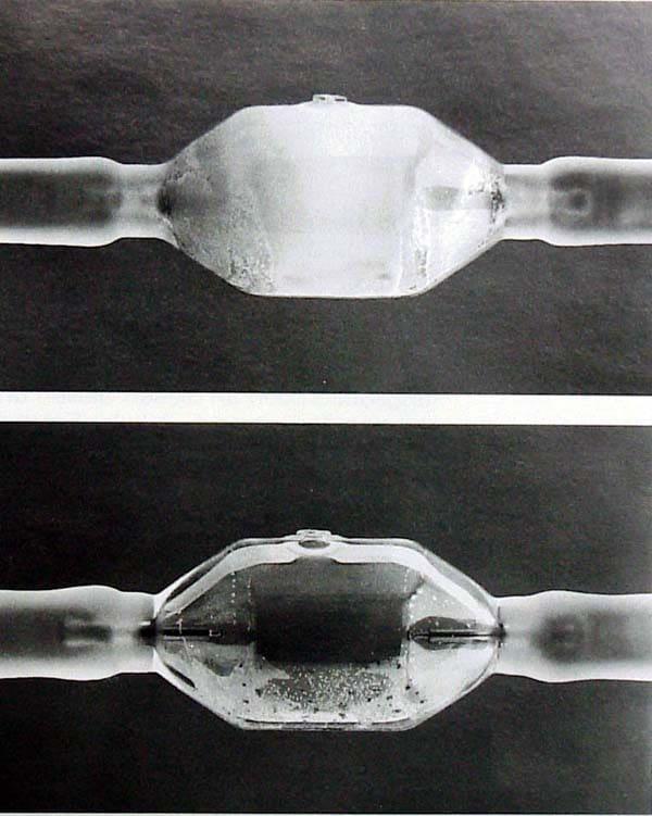 Klares Glas - normal / weiss verfärbtes Glas spricht für eine Entglasung.