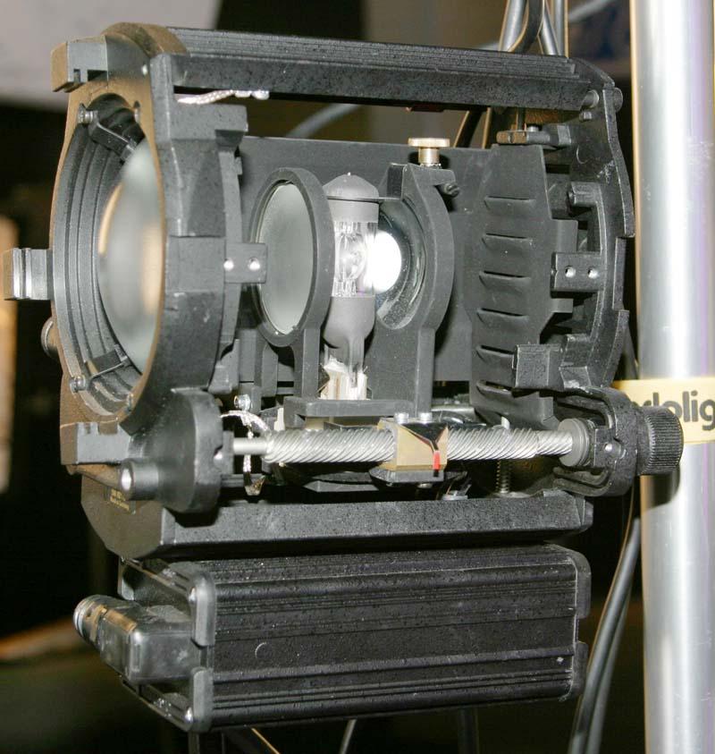 Kondensorlinsenscheinwerfer im Schnitt
