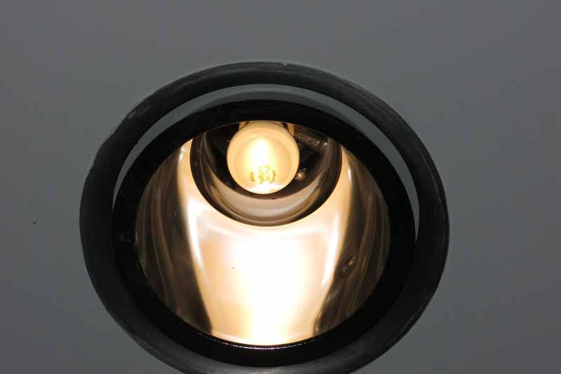 Blick auf Leuchtmittel im Reflektor