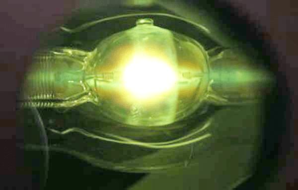 Leuchtendes Plasma einer HMI Lampe