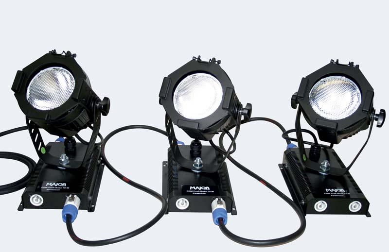 Drei miniatur PAR mit Entladungslampe und Vorschaltgerät am Bügel