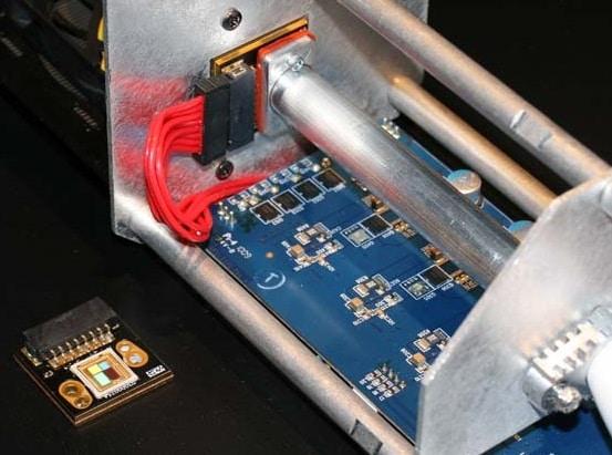Über eine LED-Engine wird ein reflektierender Zylinder angeordnet