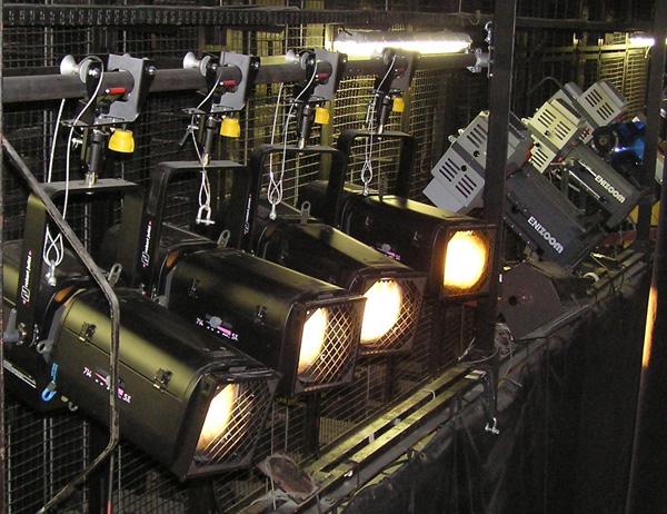 Profiler in einer Beleuchtungsbrücke
