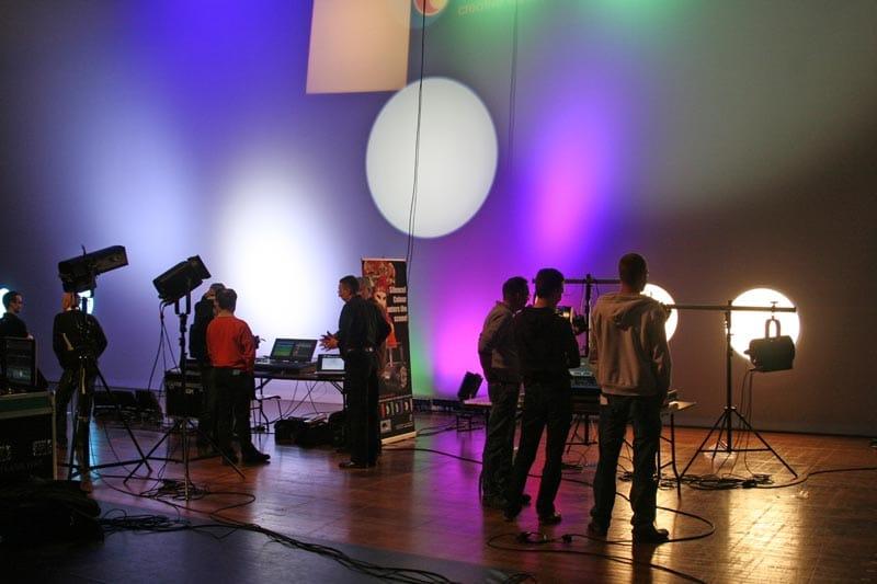 Gegenüberstellung von LED-Scheinwerfern Begutachtung durch technische Entscheider