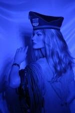 Modell bestrahlt mit blauer LED