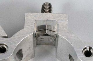 Schraube in Nut M10