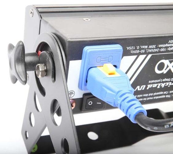 Verriegelbarer Kaltgeräte-Stecker