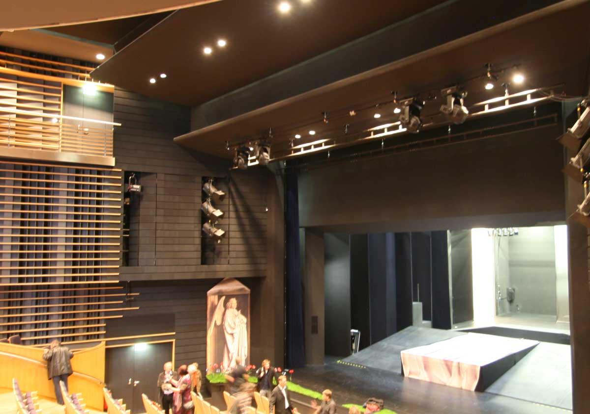 Rinnenscheinwerfer im Theater